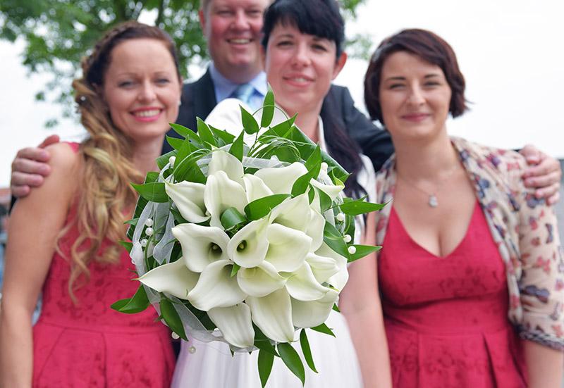 Braut und Trauzeugen