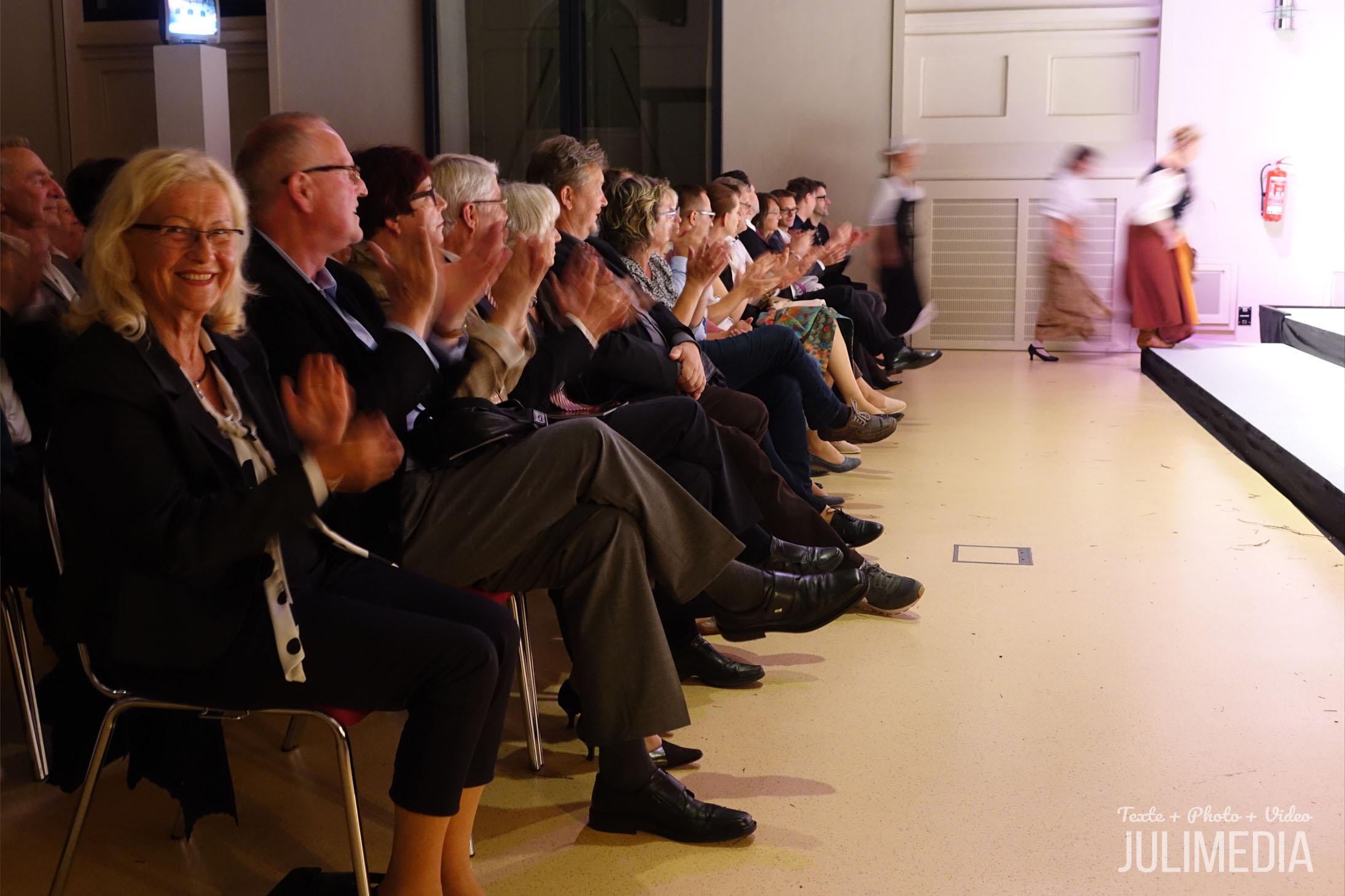 """Begeistertes Publikum. Die Oper """"Faust"""" hat am 11. August im Marstall  in Wernigerode Premiere gefeiert."""