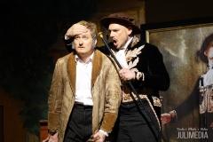 """Faust und Mephistoteles schließen einen Pakt. Die Oper """"Faust"""" hat am 11. August im Marstall in Wernigerode Premiere gefeiert."""