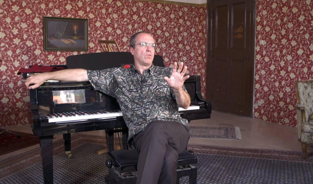 Christian Fitzner, der Dirigent des Philharmonischen Kammerorchesters, hat mir im Interview über die Schlossfestspiele Rede und Antwort gestanden.