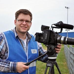 Patrick König von harzlandschaft.de bei Dreharbeiten für das Team Motopark in Oschersleben beim Test für die ADAC Formel 4.