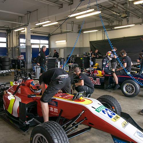 Dreharbeiten bei Team Motopark in Oschersleben.