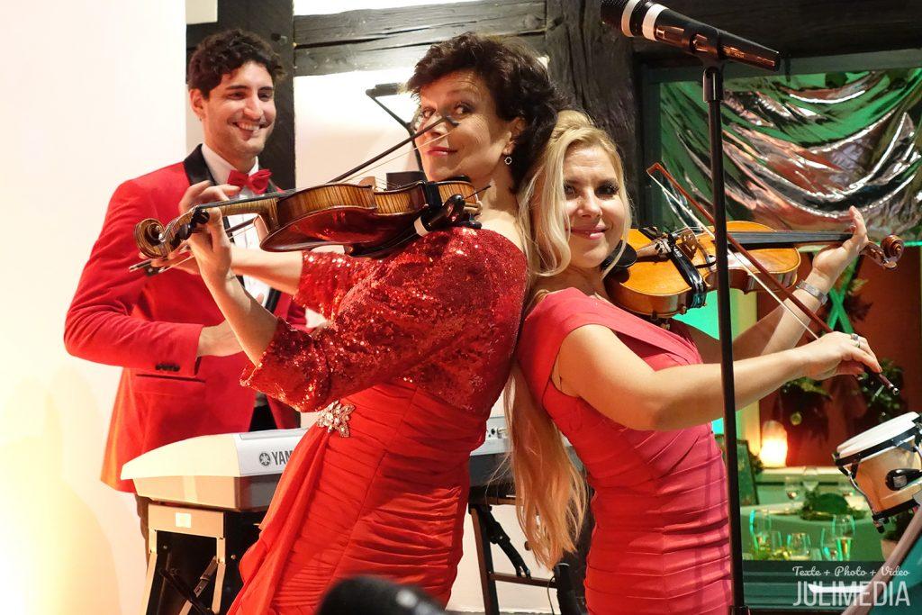Die Violinistin Julia Graeber aus Wernigerode spielt mit ihrer Band im Gotischen Haus in Wernigerode zu Silvester.